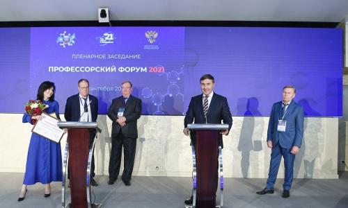 """Bộ Khoa học và Giáo dục đại học Nga trao giải """"Hiệu trưởng của năm"""""""